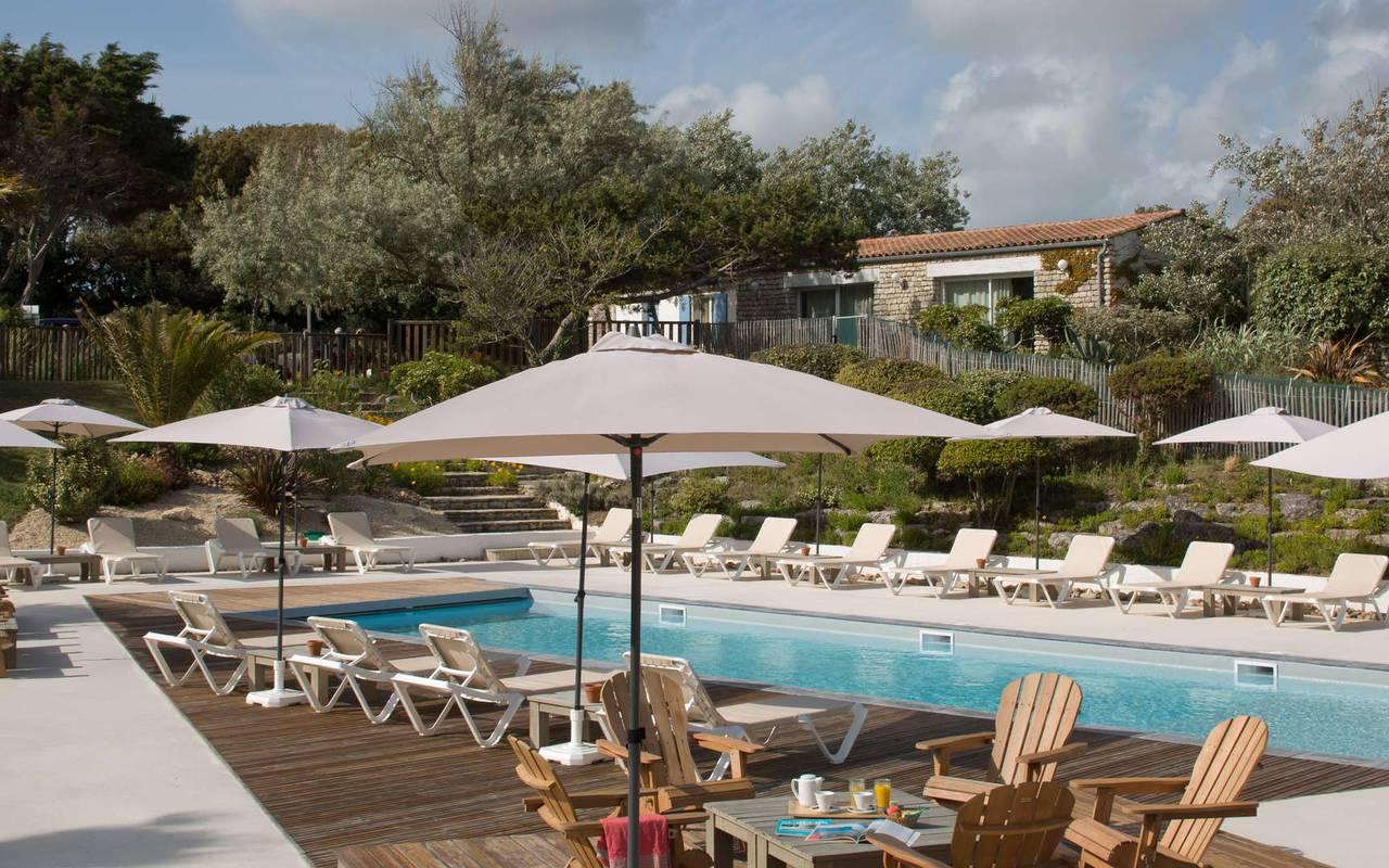 Swimming pool with deckchairs, boutique hotel Ile d'Oléron, Ile de Lumière