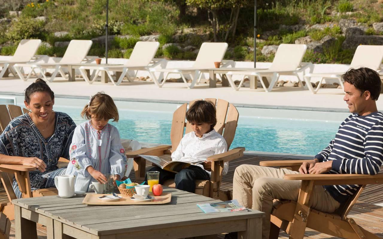 Family by the pool, boutique hotel Ile d'Oléron, Ile de Lumière