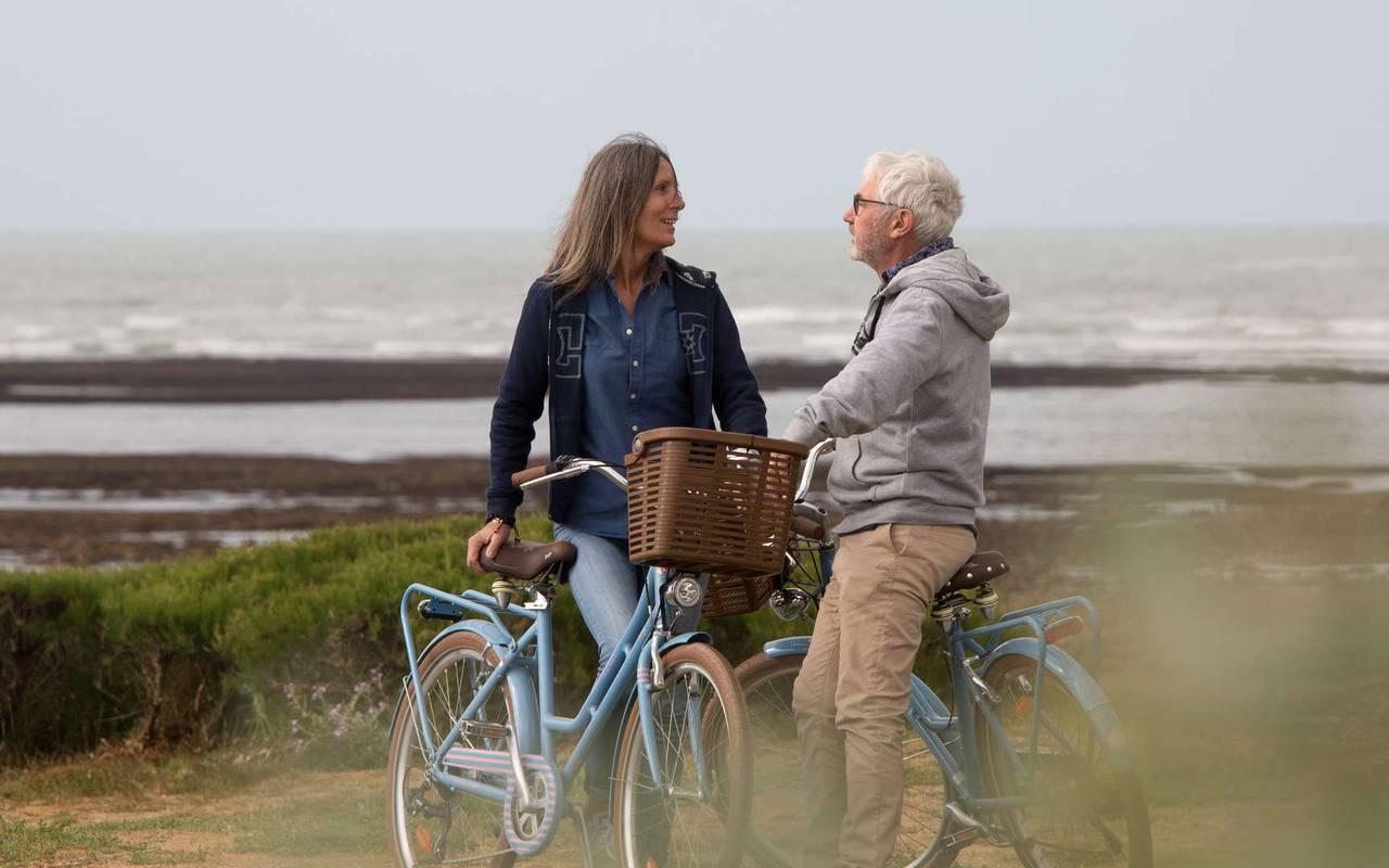Couple on bike, weekend Ile d'Oléron, Ile de Lumière