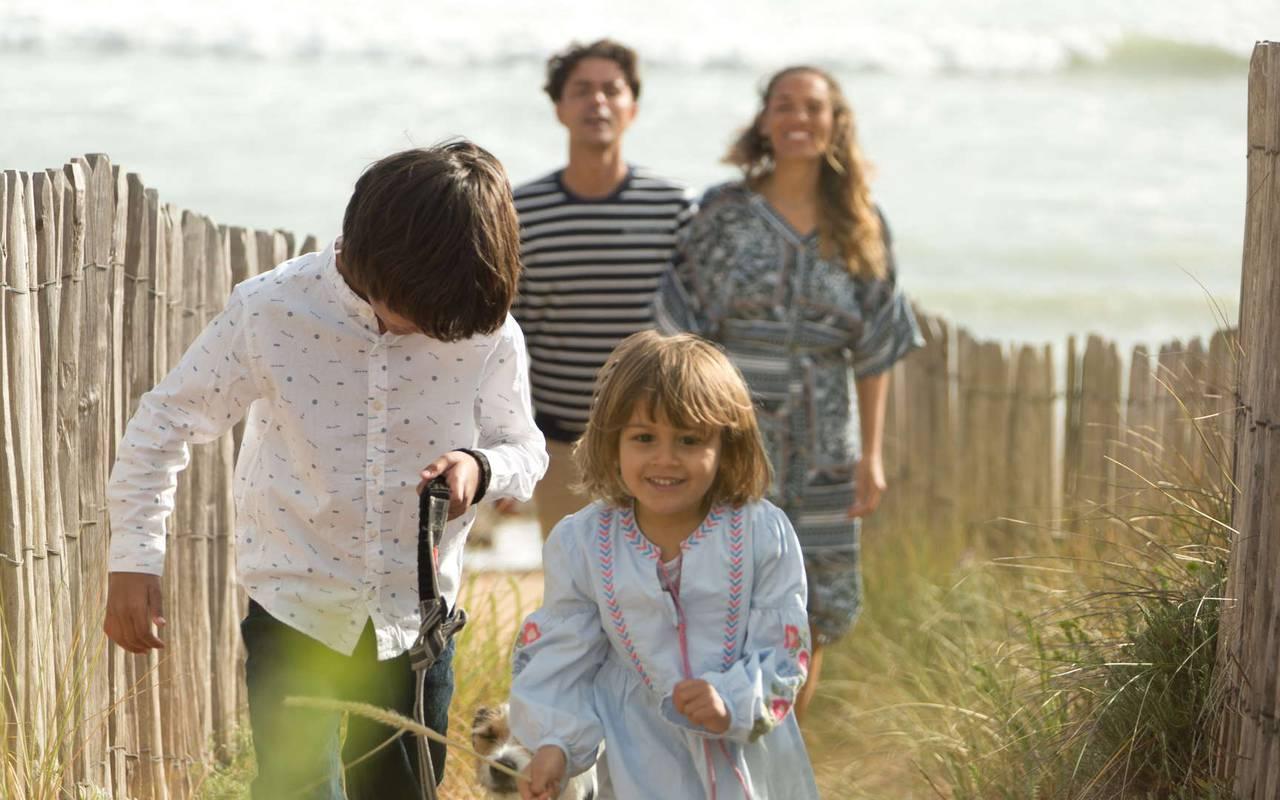Family at the beach, weekend Ile d'Oléron, Ile de Lumière