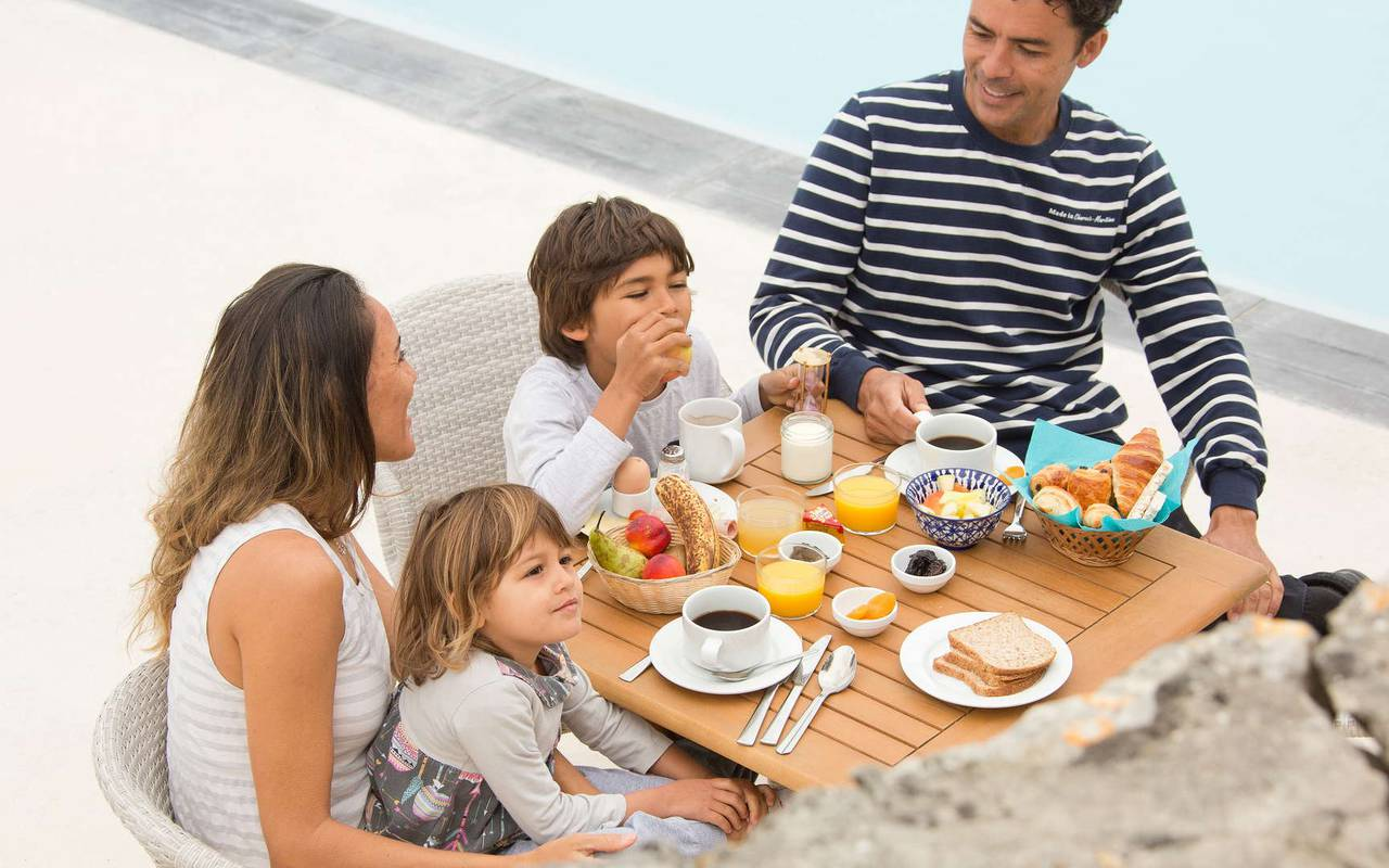 Family eating breakfast, hotel La Cotinière, Ile de Lumière