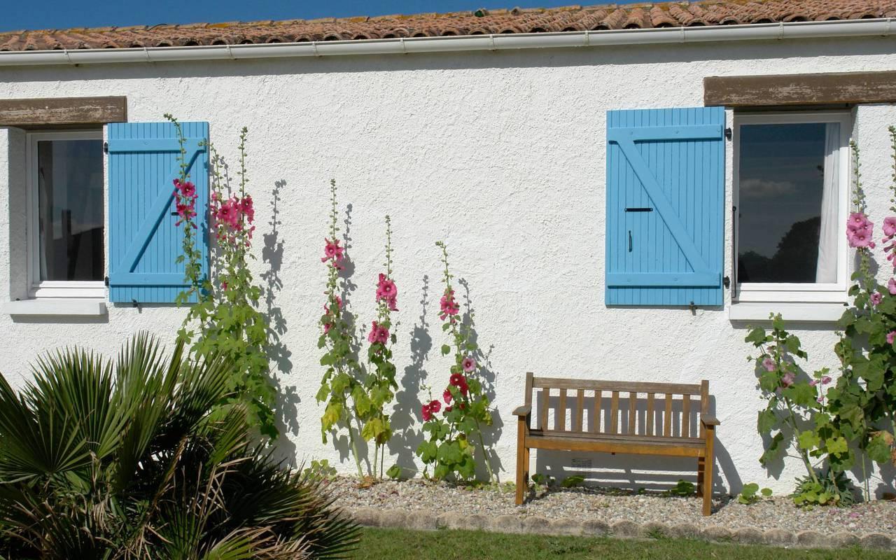 Bedroom with blue shutters, hotel La Cotinière, Ile de Lumière