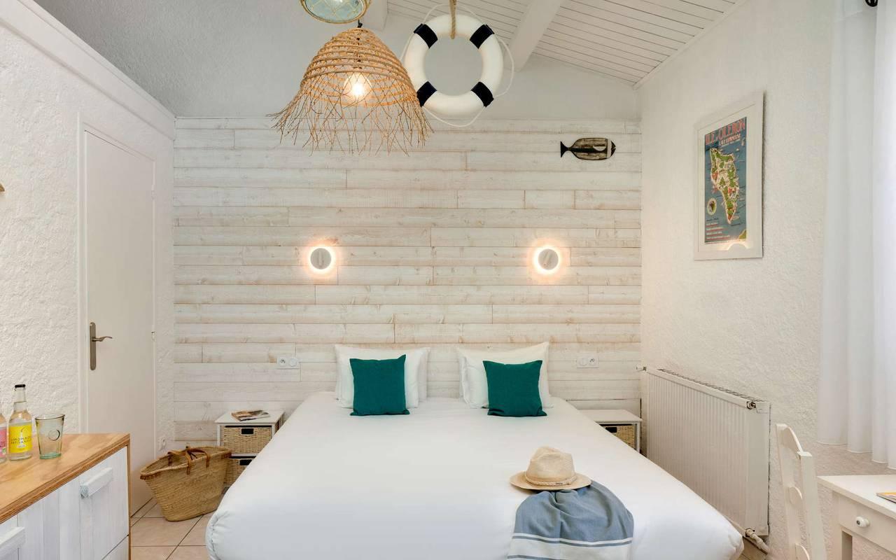 Chambre double, hôtel Oléron, Ile de Lumière