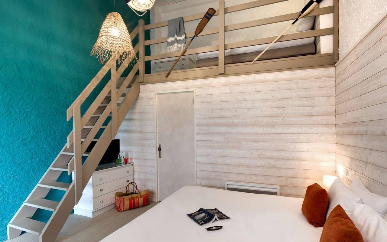 Chambre avec mezzanine, hôtel Oléron, Ile de Lumière