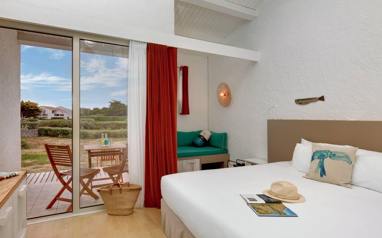 Chambre double avec terrasse, hôtel Oléron, Ile de Lumière