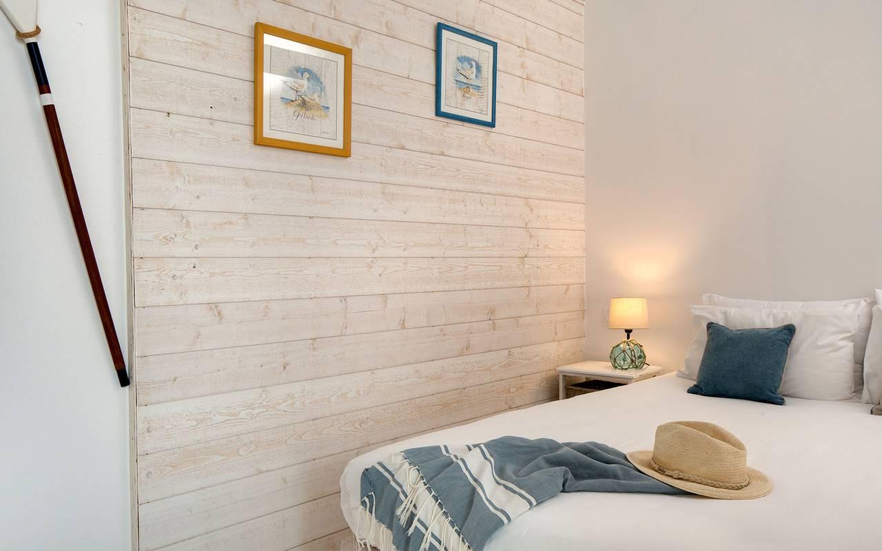 Chambre décorée, hôtel Oléron, Ile de Lumière