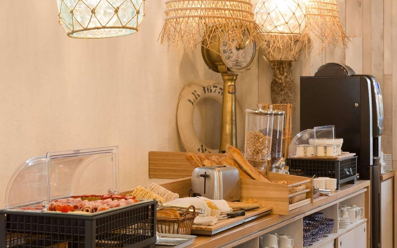 Petit-déjeuner gourmand, hôtel Oléron, Ile de Lumière