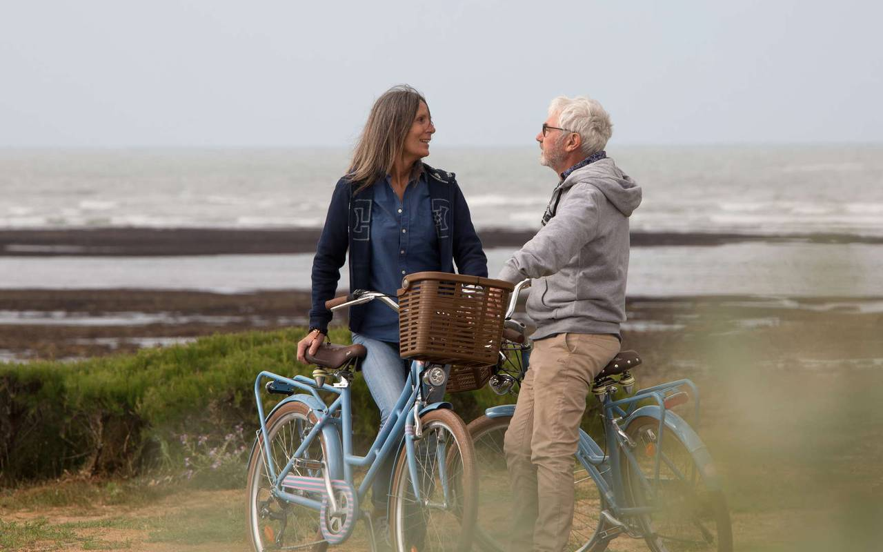 Couple à vélo, séjour Ile d'Oléron, Ile de Lumière
