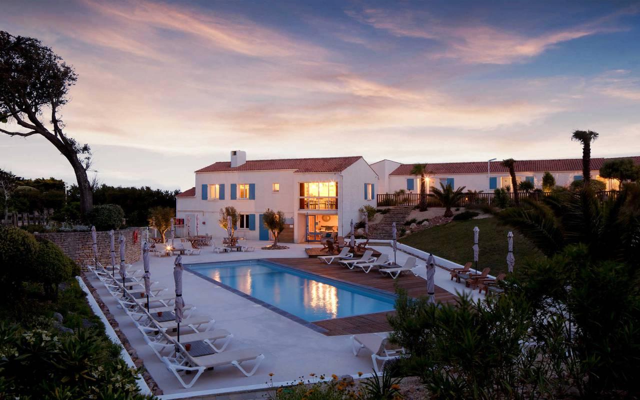 Vue de nuit sur la piscine, hôtel La Cotinière Ile d'Oléron, Ile de Lumière