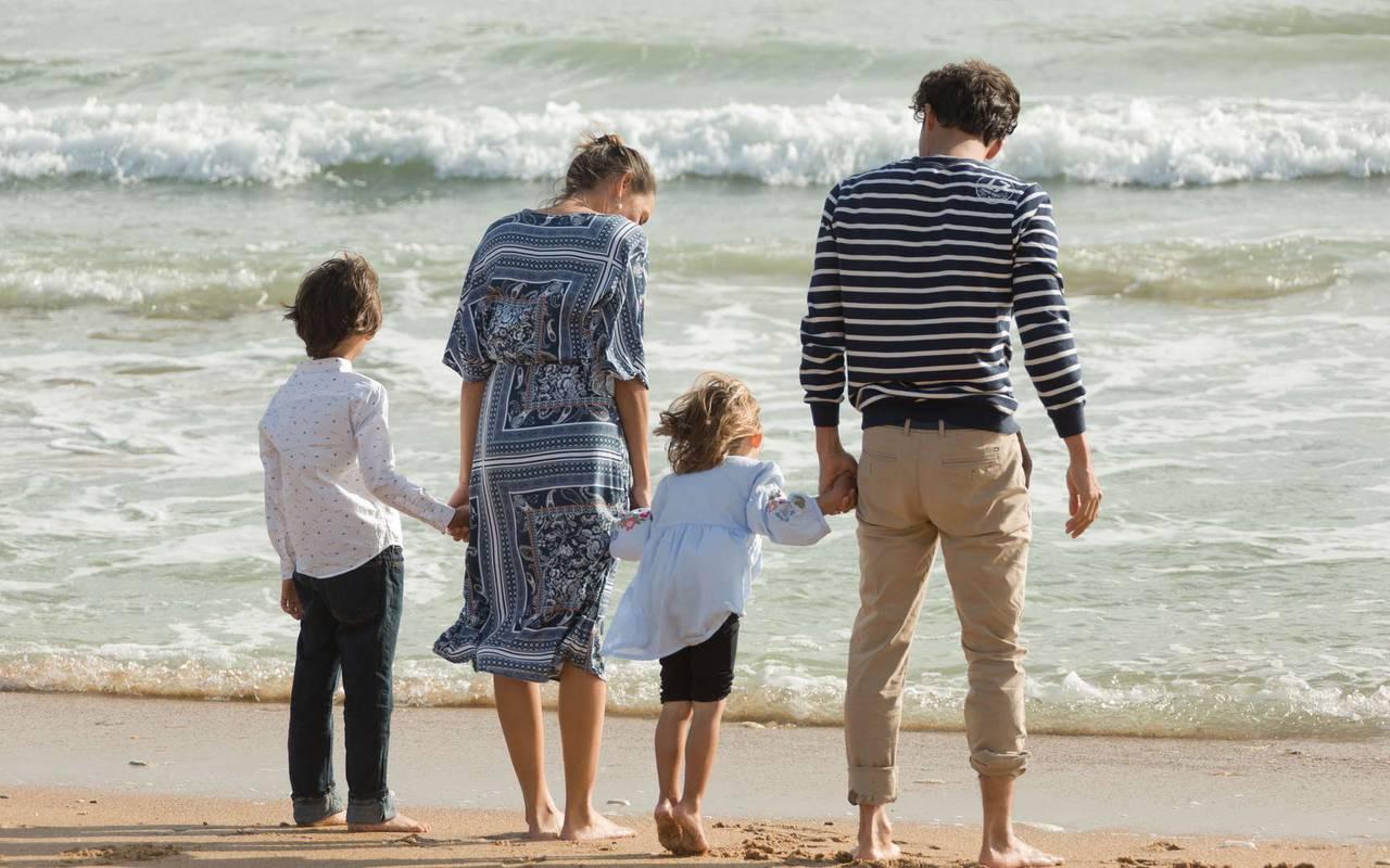 Famille à la plage, hôtel Ile d'Oléron, Ile de Lumière
