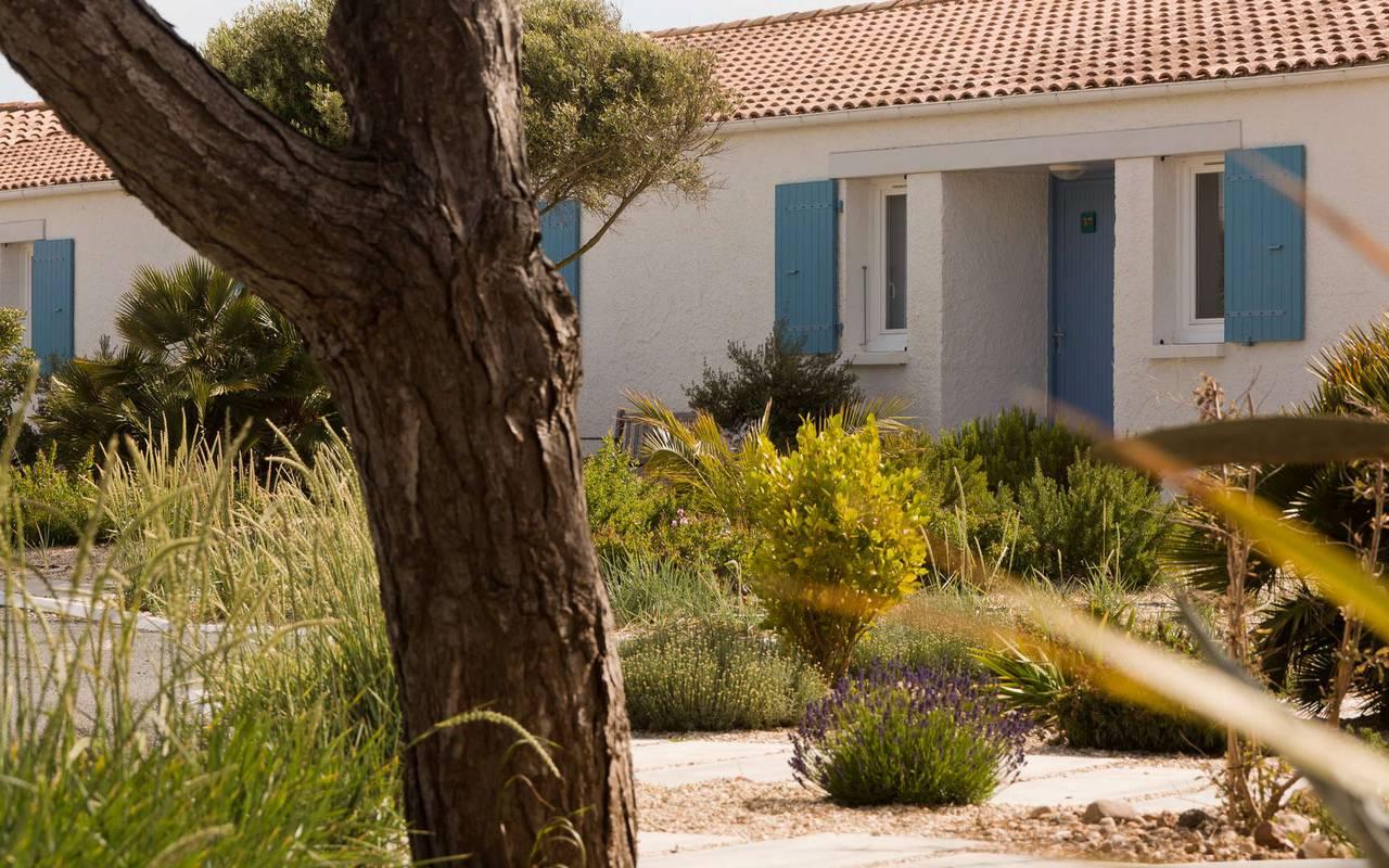 Maison avec volets bleus, hôtel Ile d'Oléron, Ile de Lumière