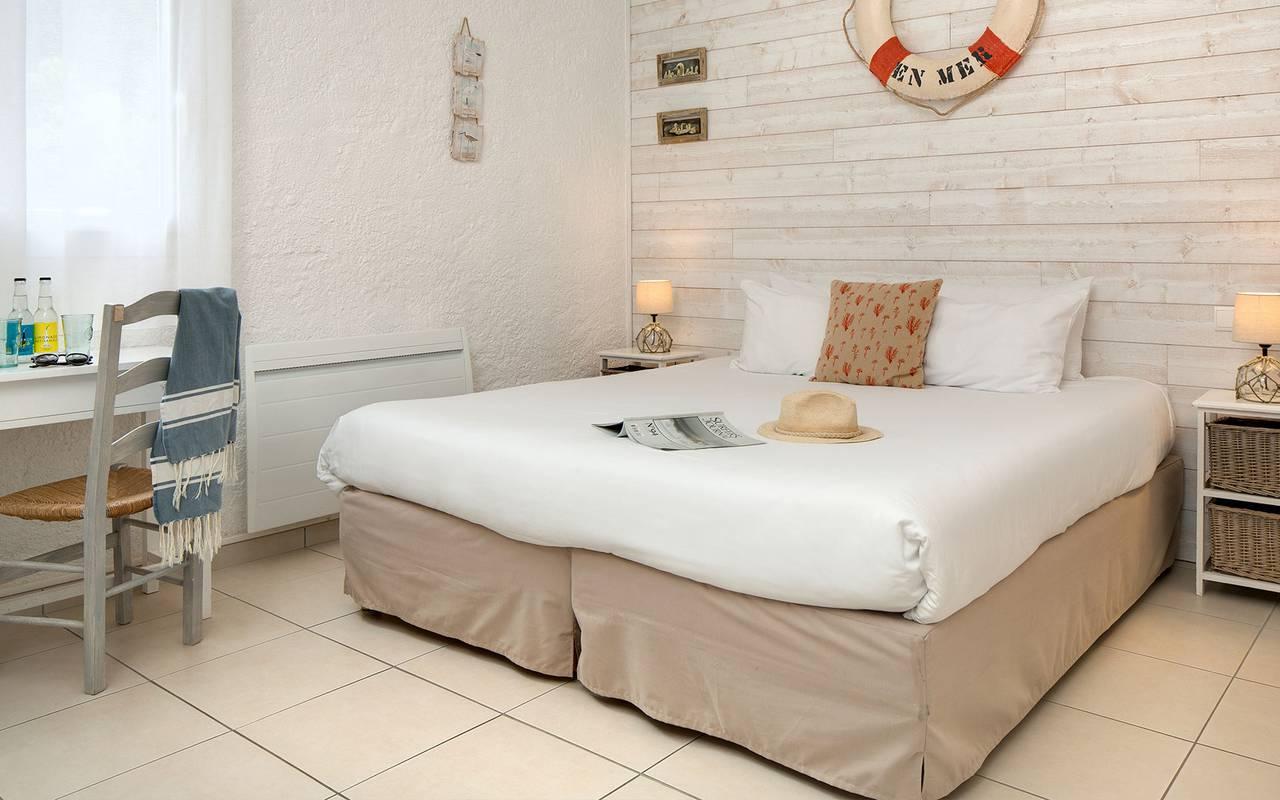 Grande chambre, hôtel Oléron, Ile de Lumière